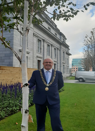 Lord-Mayor-with-tree
